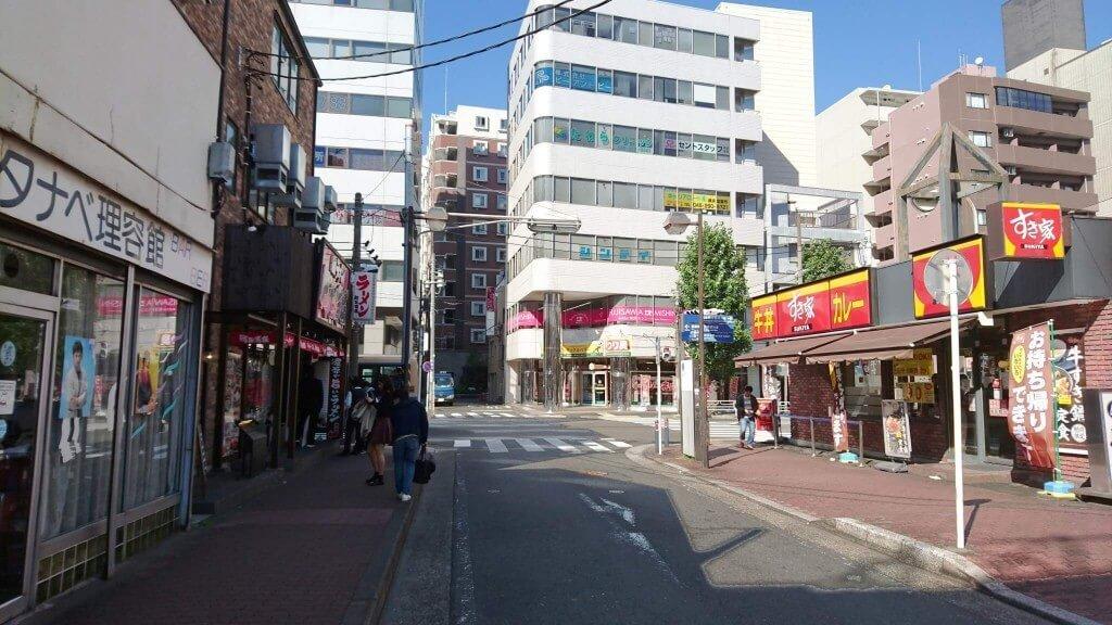 町田商店のある交差点を左折