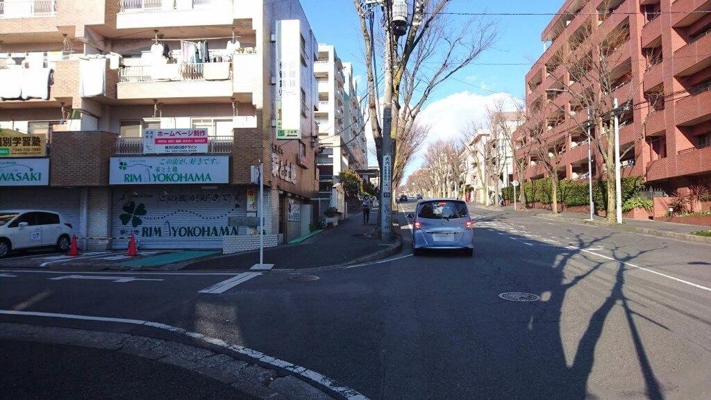 信号過ぎたら一つ目の路地を左へ